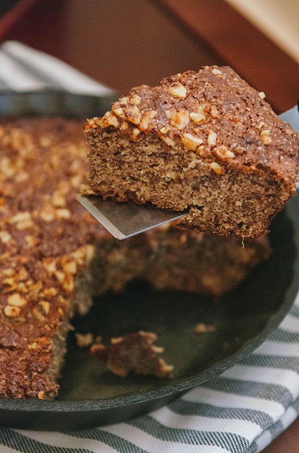 Grain-Free Banana Walnut Cake | soletshangout.com