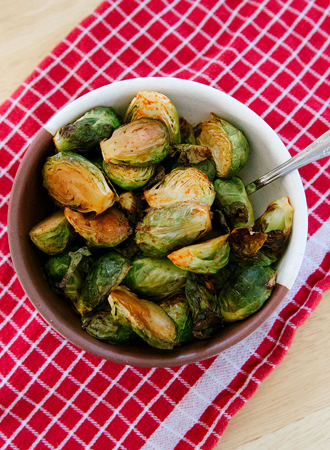 Maple + Sriracha Brussels Sprouts | soletshangout.com