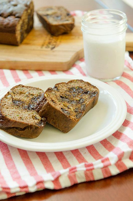 Grain-Free Chocolate Chip Zucchini Bread | soletshangout.com #grainfree #glutenfree #paleo #primal