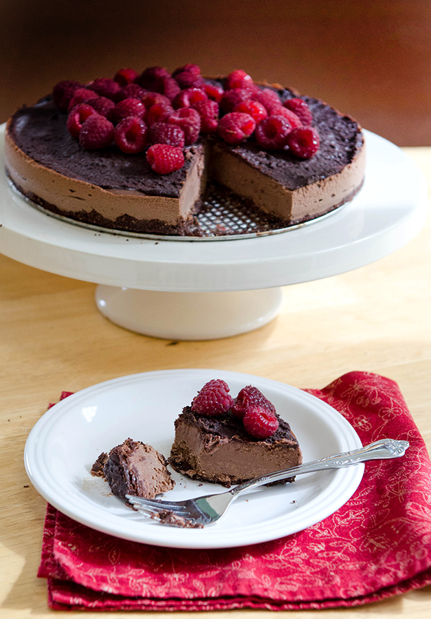 Double Dark Chocolate + Raspberry Vegan Cheesecake| soletshangout.com #raw #vegan #paleo #glutenfree