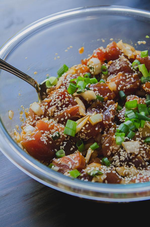 Spicy Ahi Tuna Poke // soletshangout.com #glutenfree #grainfree #paleo #pescetarian #hawaiian #poke