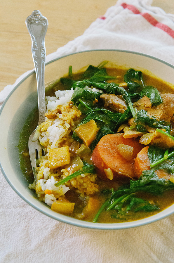 Slow-Cooker Chicken & Pumpkin Curry With Apple, Sweet Potatoes & Spinach | soletshangout.com #glutenfree #paleo #primal #crockpot #slowcooker #curry