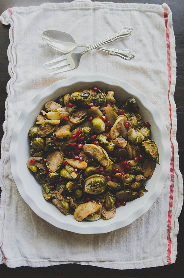 Maple, Bourbon & Spice Roasted Brussels Sprouts With Apples // soletshangout.com #thanksgiving #christmas #holiday #sides #brusselssprouts #glutenfree #vegan #paleo #primal #bourbon #apples #maple