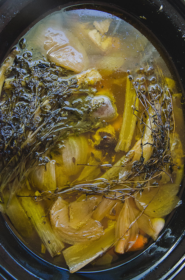 How To Make Roasted Beef Bone Broth // soletshangout.com #bonebroth #broth #slowcooker #pressurecooker #paleo #primal #glutenfree #healing #leakygut