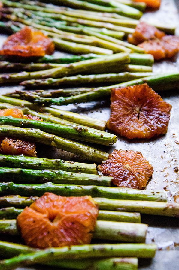Balsamic Roasted Asparagus & Cara Cara Oranges // soletshangout.com #asparagus #oranges #balsamic #roasted #glutenfree #vegan #paleo #sidedish #spring