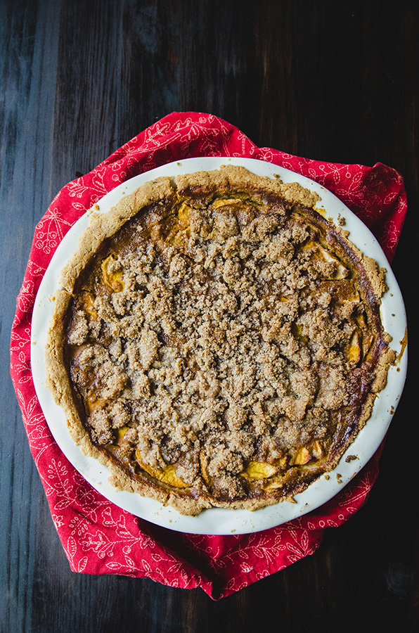 Grain-Free Apple Crumble Pumpkin Pie by @SoLetsHangOut // www.soletshangout.com #pumpkinpie #applepie #pumpkinapplepie #pumpkin #apple #paleo #grainfree #thanksgiving #glutenfree