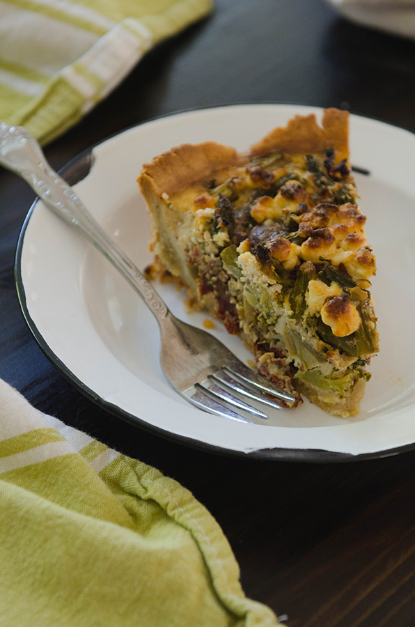 #GrainFree Spring Harvest Quiche with Sausage, Sun Dried Tomatoes & Goat Cheese by @SoLetsHangOut // #glutenfree #primal #quiche #paleo #spring #brunch #easter #breakfast
