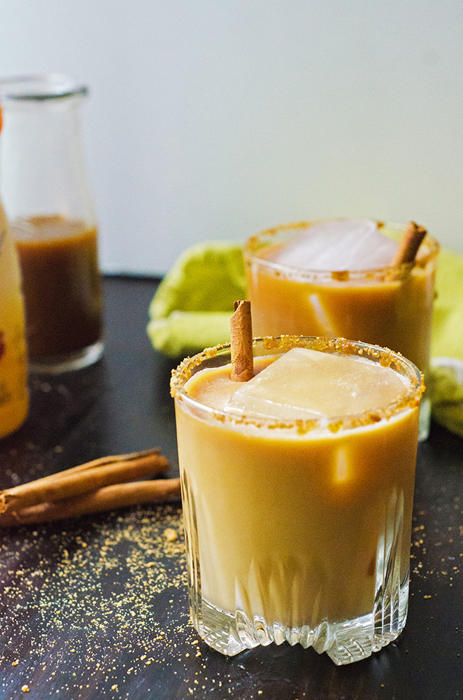This Caramel Chai White Russian by @SoLetsHangOut is a twist on a classic and uses @InDelight Simply Pure Caramel coffee creamer! #simplypurecreamer #glutenfree #brunch #whiterussian #chai #cocktail