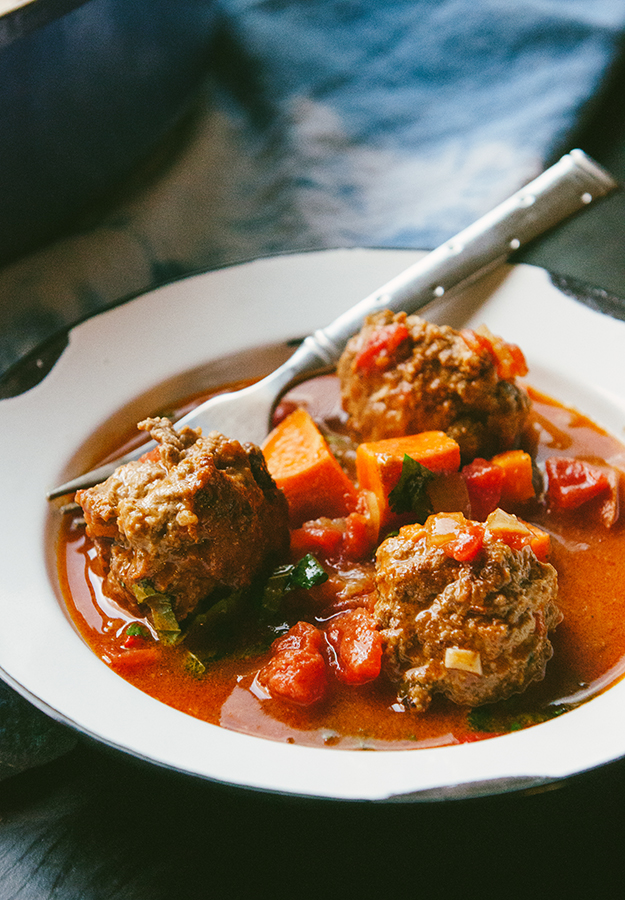 Tomato Braised Morrocan Lamb Meatballs and Sweet Potatoes by @SoLetsHangOut // #paleo #primal #whole30 #morrocan #lamb #meatballs #glutenfree